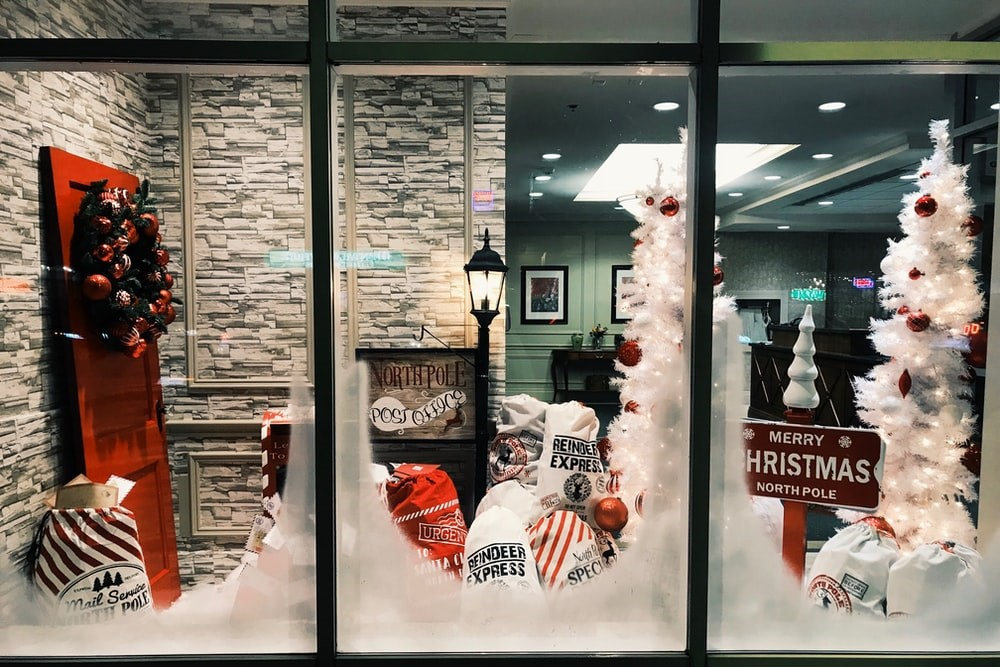 3 Unique Ways to Make Your Storefront Stand Out This Christmas