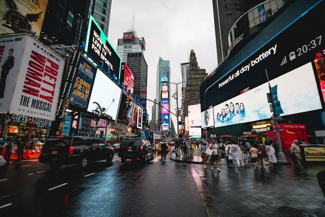 How Does Digital Signage Affect Shopping Behavior?